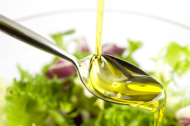 Dávkování olej a lžíce